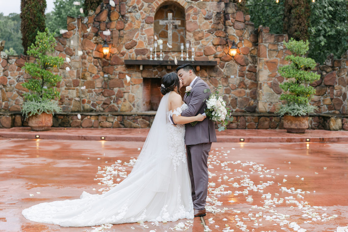 Best and worst holidays to get married on - Madera Estates blog post